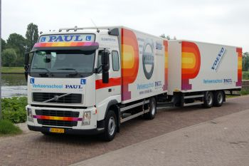 Vrachtwagen Aanhangwagen CE Opleiding Rijles Examen